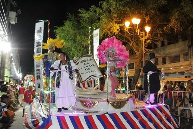 Confira a programação dos desfiles das escolas de samba e tribos de índios no carnaval de Natal
