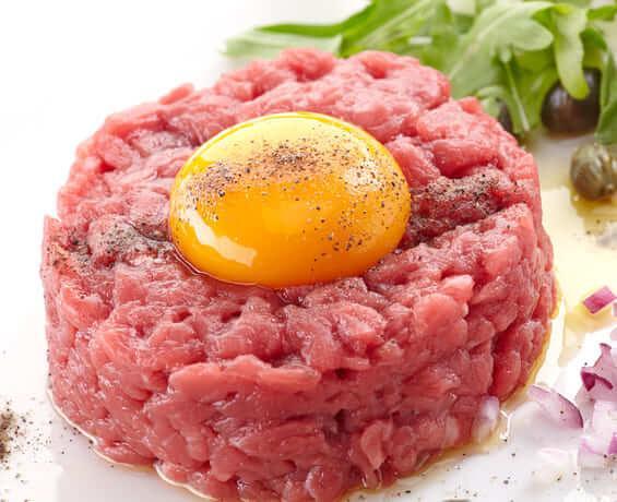 Steak tartare com trufa negra