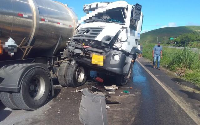 Acidentes envolvendo caminhões e carros causam retenções em rodovias no Recife e na Zona da Mata