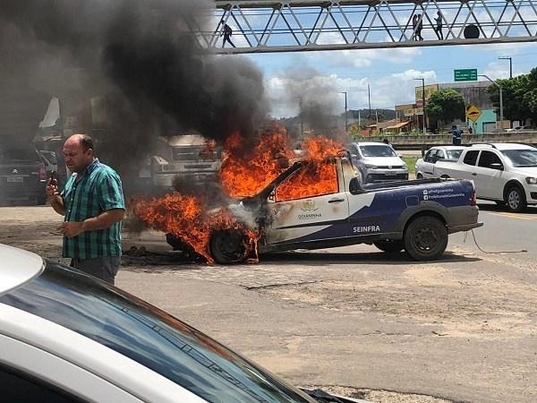 Carro da prefeitura de Goianinha pega fogo em plena via pública