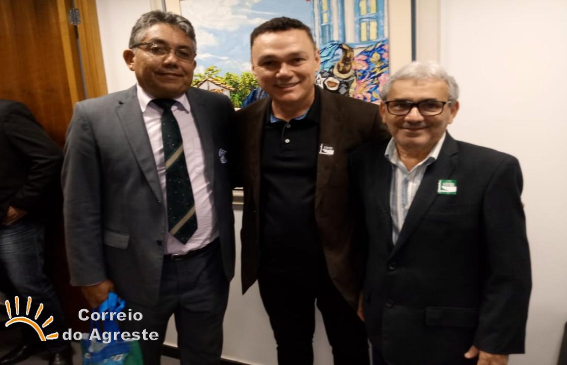 Chefe de Gabinete e Vice-prefeito de Arez participam da XXII Marcha a Brasília em defesa dos municípios