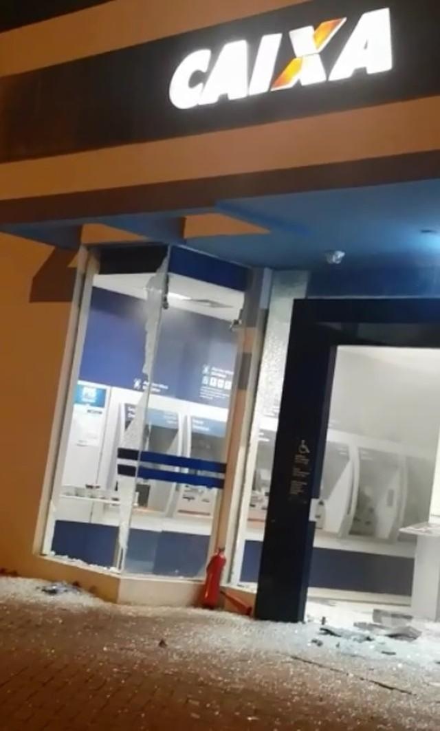 Criminosos explodem caixas eletrônicos de dois bancos em São Miguel, RN