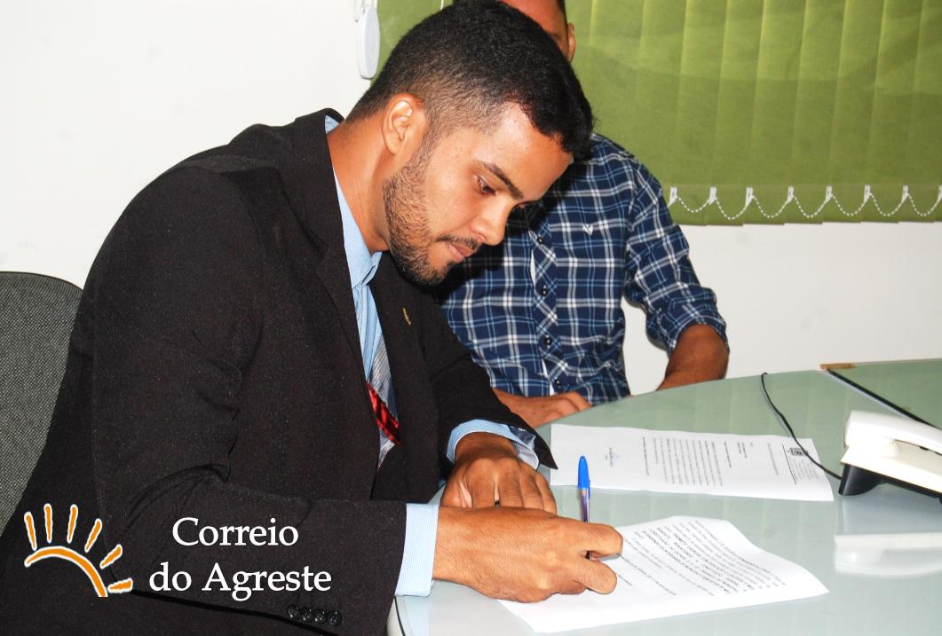 Eclécio Fernandes toma posse como vereador Arezense e é o mais jovem parlamentar da casa
