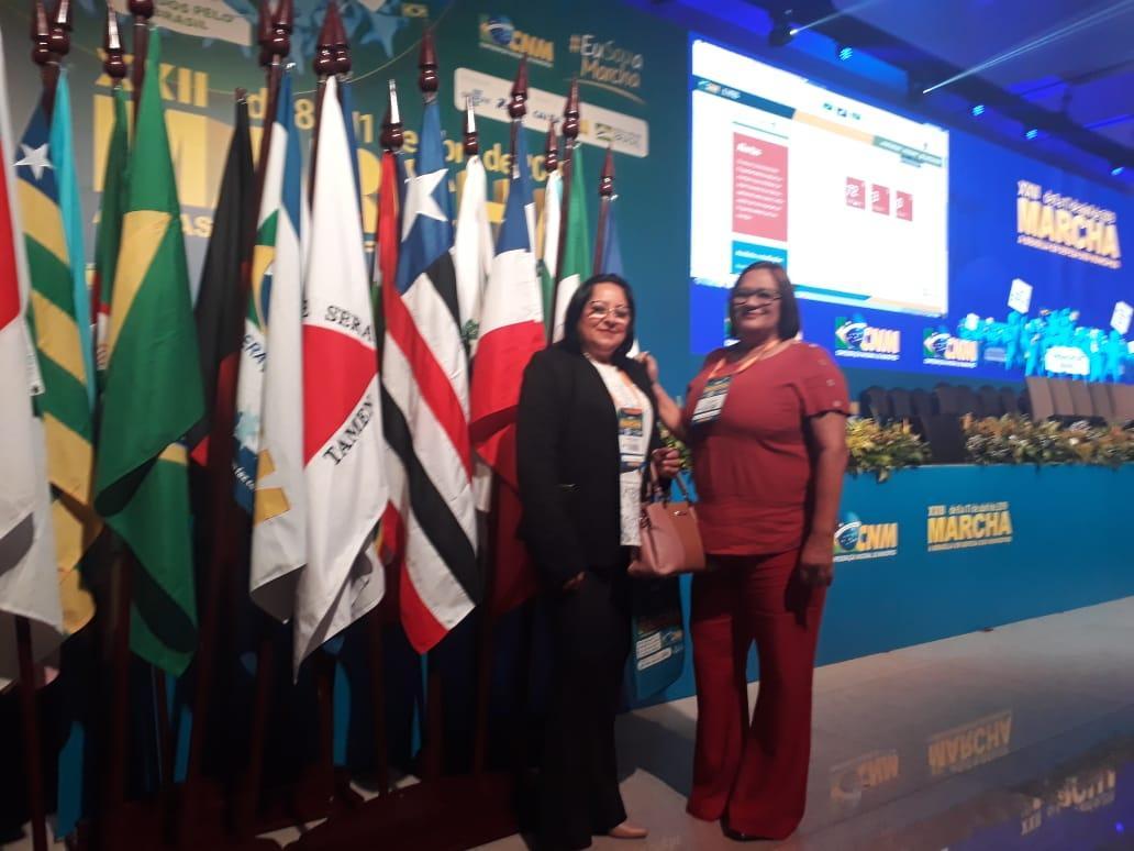 Prefeita de Georgino Avelino Stela Sena participa da XXII Marcha dos prefeitos em Brasília