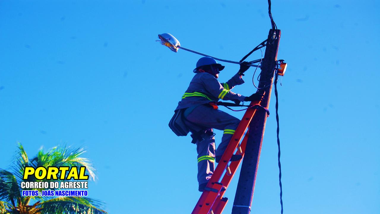 Prefeitura de Georgino Avelino inicia 2ª etapa de restauração da iluminação pública, na sede do município