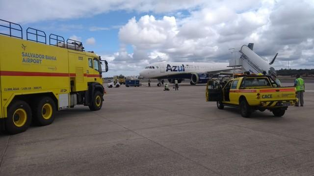 Avião da Azul faz pouso de emergência no aeroporto de Salvador após suspeita de fumaça