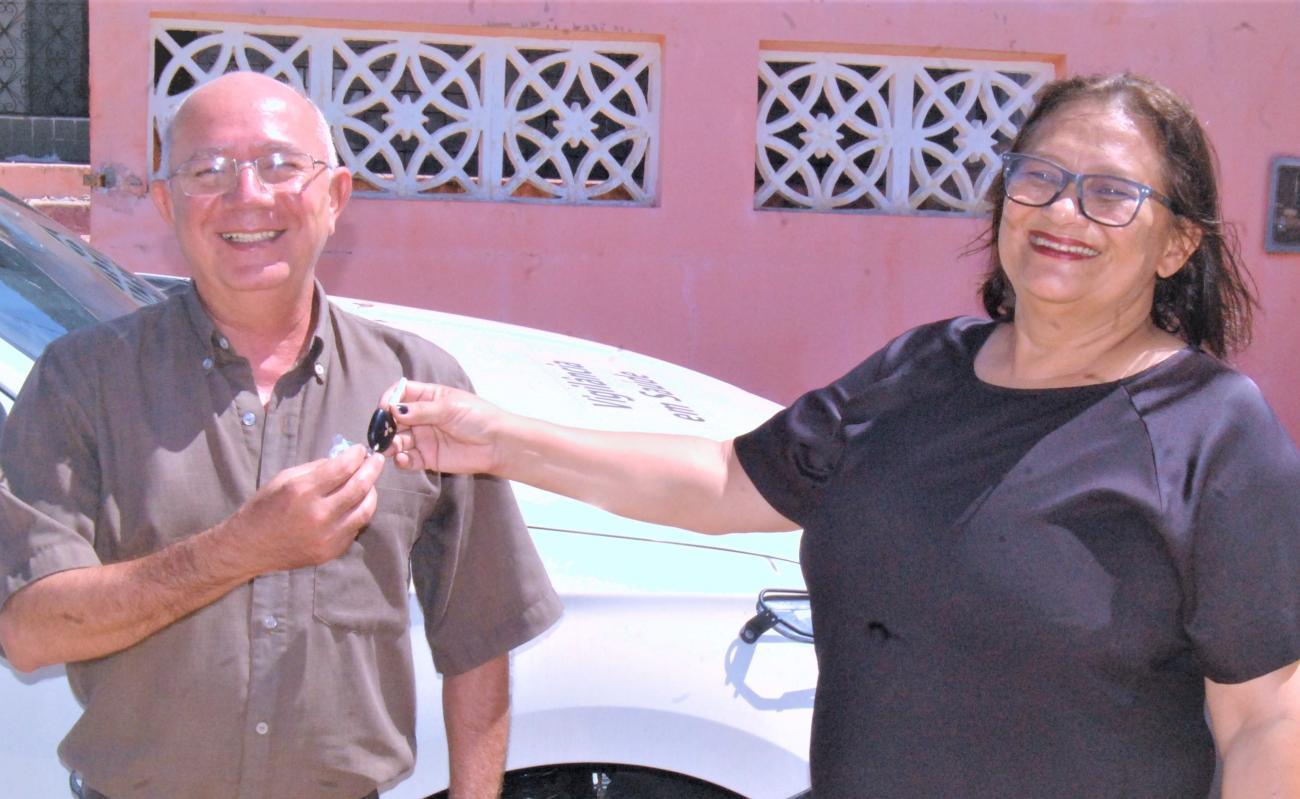 Prefeita Stela Sena entrega nova caminhonete para a Vigilância Municipal em Saúde