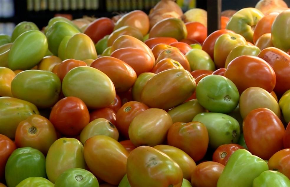 Com tomate mais barato, preço da cesta básica cai 4% em julho em Natal