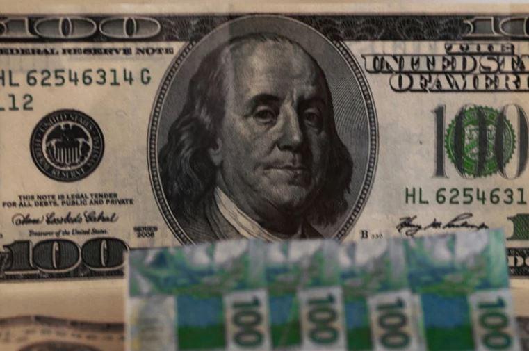 Dólar encosta em R$ 4,20 e BC faz leilão não visto há 10 anos