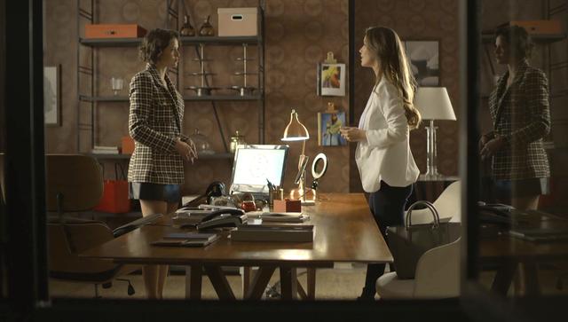 Fabiana ameaça Josiane e avisa que será a nova dona da fábrica