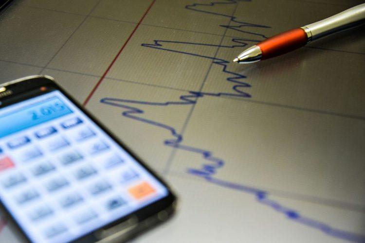 Previsão de crescimento da economia sobe para 0,87% neste ano