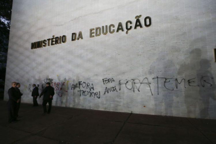 União quer repassar R$ 9,3 bi em gastos em educação para estados e municípios