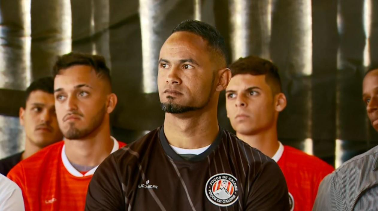Após autorização da Justiça, goleiro Bruno é apresentado no Poços de Caldas FC