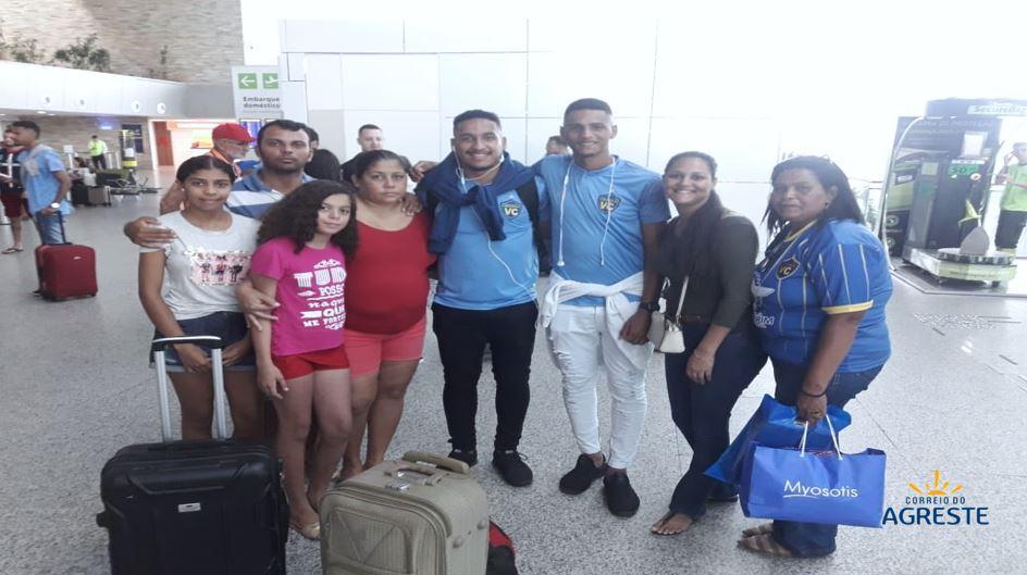IMAGENS EXCLUSIVAS: JÁ NO AEROPORTO, DANIEL E GABRIEL EMBARCAM EM INSTANTES PARA COPA SÃO PAULO