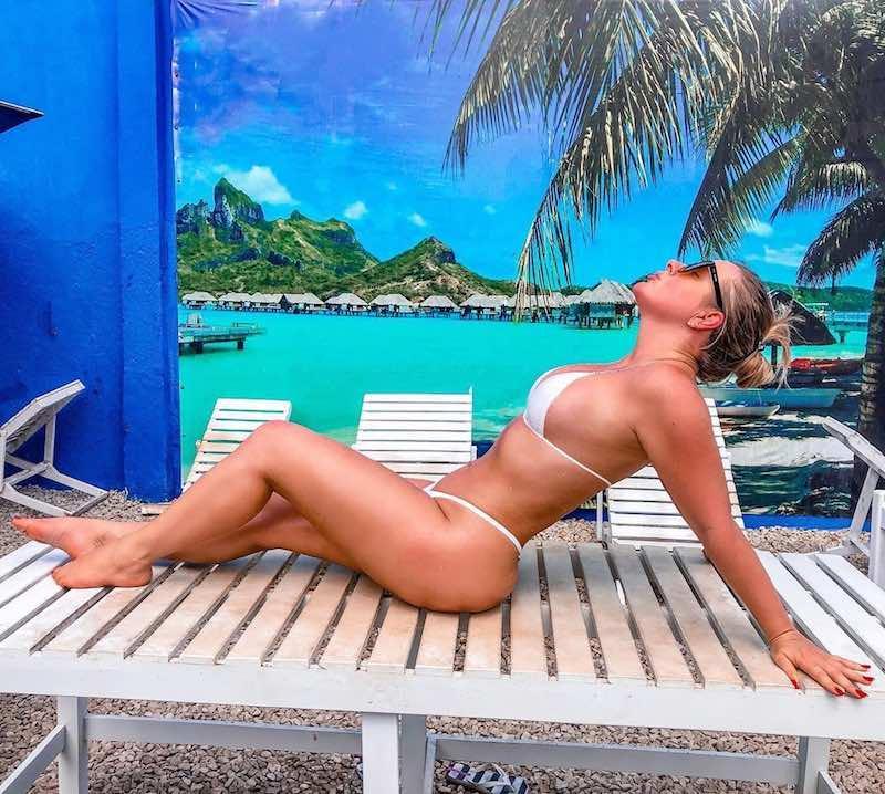 Ex-BBB Patrícia Leitte atualiza o bronze com biquíni fininho: