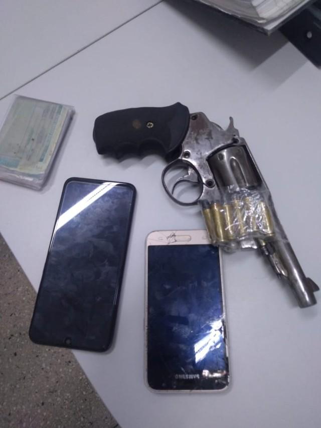 Vítima rastreia celular roubado e polícia prende suspeito com aparelho no bolso em Natal