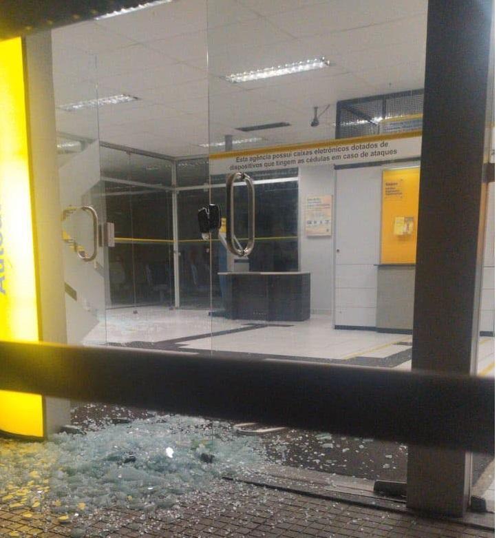 Quadrilha explode banco, troca tiros com a PM e causa pânico no interior do RN