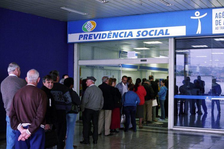 Economia prevê publicação de edital para contratar temporários do INSS em março