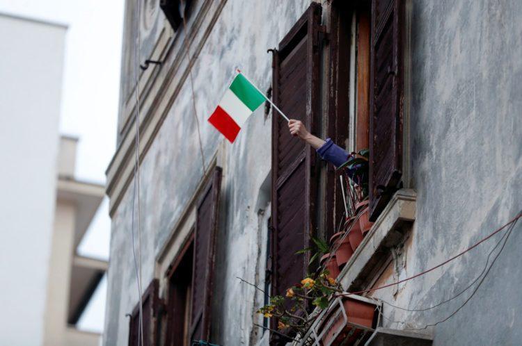 Há um mês, Itália resistiu a tomar medidas mais restritivas contra coronavírus; hoje soma 7,5 mil mortes