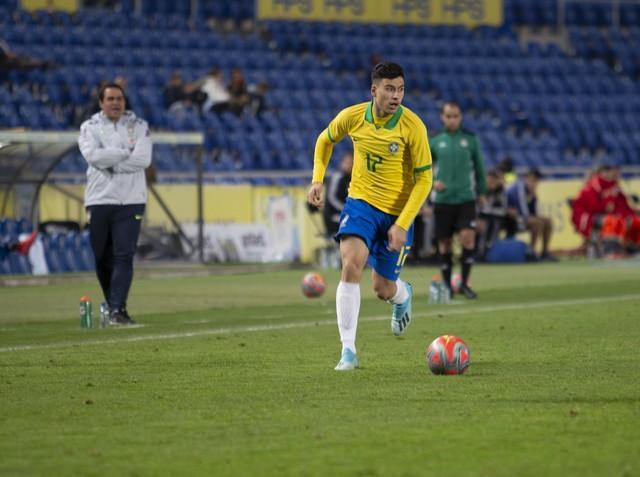 Martinelli diz ainda não ter decisão entre Brasil e Itália e projeta volta aos campos