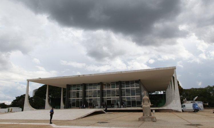 Ministro do STF suspende dívida de três estados com a União