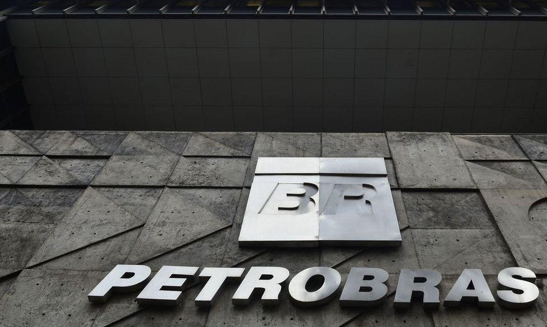 Redução do preço da gasolina e diesel começou a ser aplicado nas refinarias