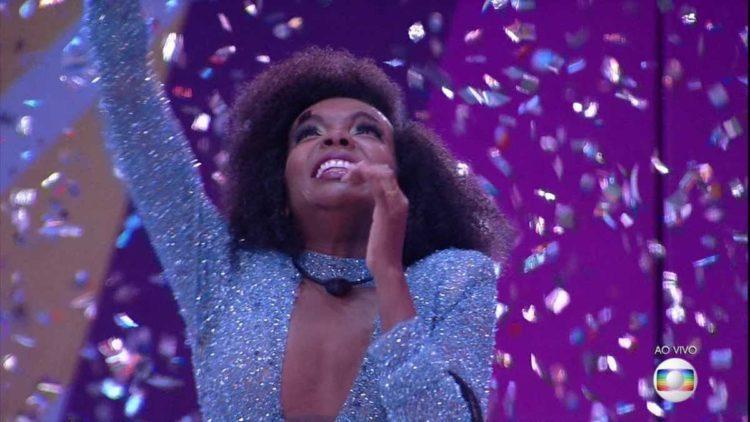 BBB 20: Thelma supera famosos, vence edição histórica e leva R$ 1,5 mi
