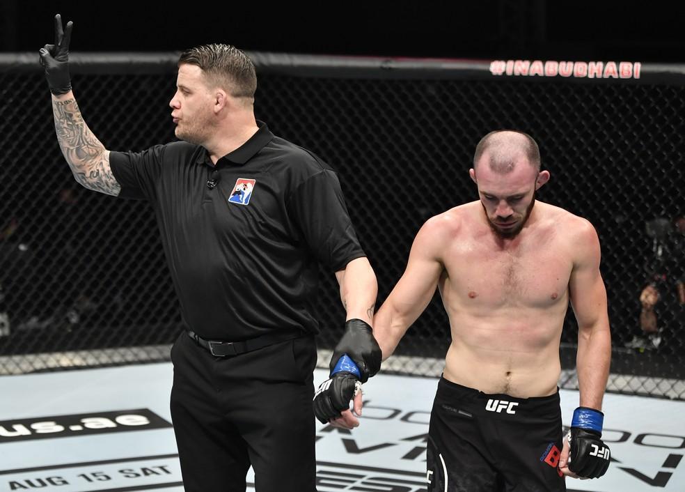 UFC 251: Léo Santos sofre com jogo sujo do adversário; José Aldo luta bem, mas perde