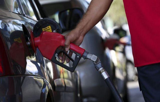 Gasolina e energia elétrica puxam alta nos preços em julho