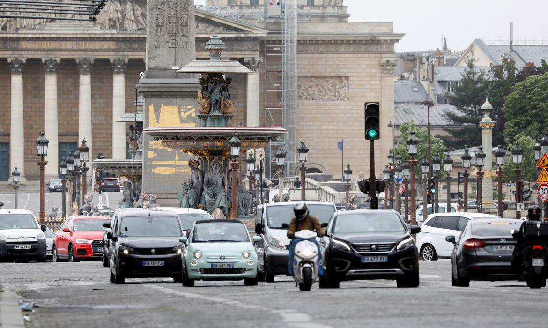 Casos de covid-19 batem recorde na França