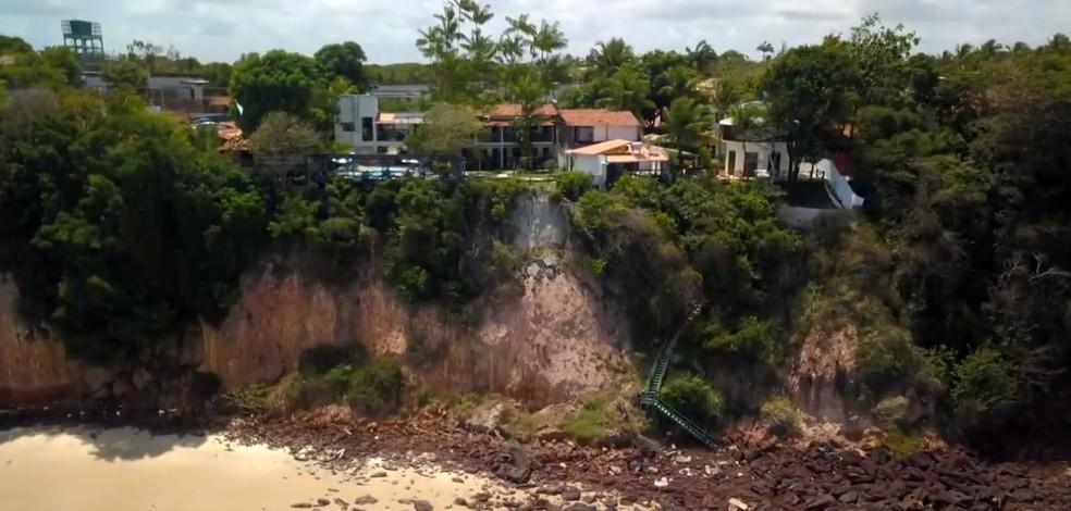 Prefeitura decide manter faixa de areia e estabelecimentos interditados até conclusão de estudo sobre falésias em Pipa