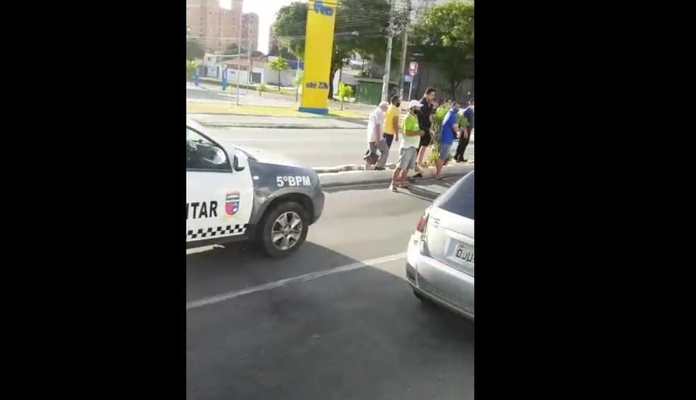 Policial militar mata suspeito de assaltar passageiros em parada de ônibus na Avenida Salgado Filho em Natal