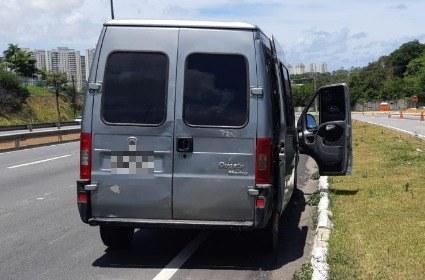 PRF recupera van roubada há três meses em Natal