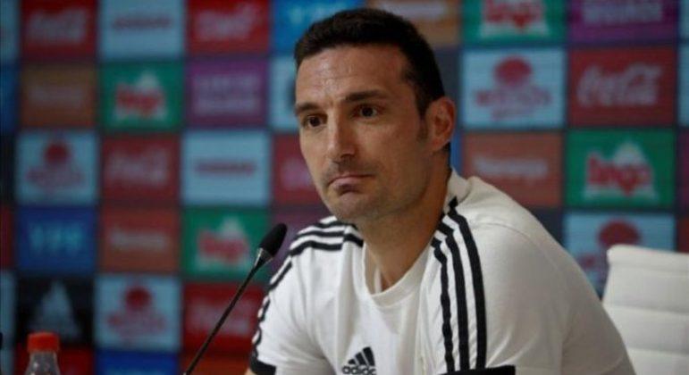 """Em entrevista, técnico da Argentina fala sobre Copa América no Brasil e detona: """"Preocupante"""""""